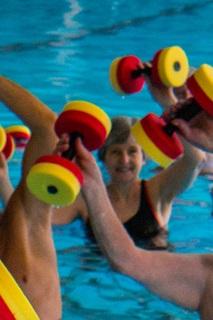 Afbeelding: zwemmen met halters